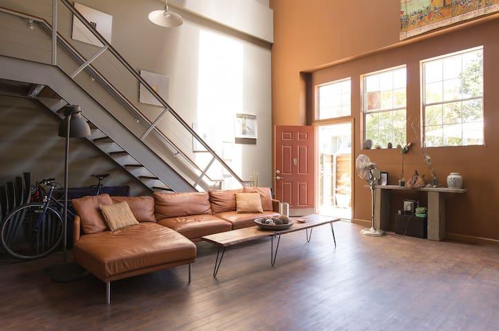 Room in Sunny, Art-Filled Oakland Loft