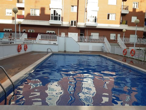 Preciosa apartamento con piscina, con todas las comodidades y cerca de la playa