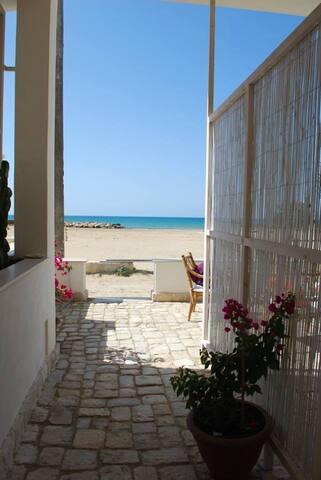casa sul mare con spiaggia dorata 2