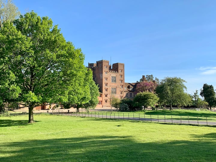 Magnificent private flat in Grade 1-listed Tower