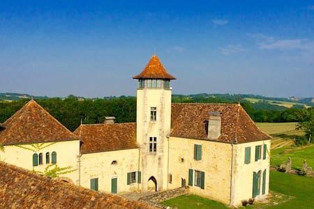 """un château """" gothique troubadour"""" - Bugnein"""