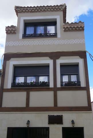 Casa rural Las Cigüeñas de S.Crist. - San Cristóbal de Segovia  - Bed & Breakfast
