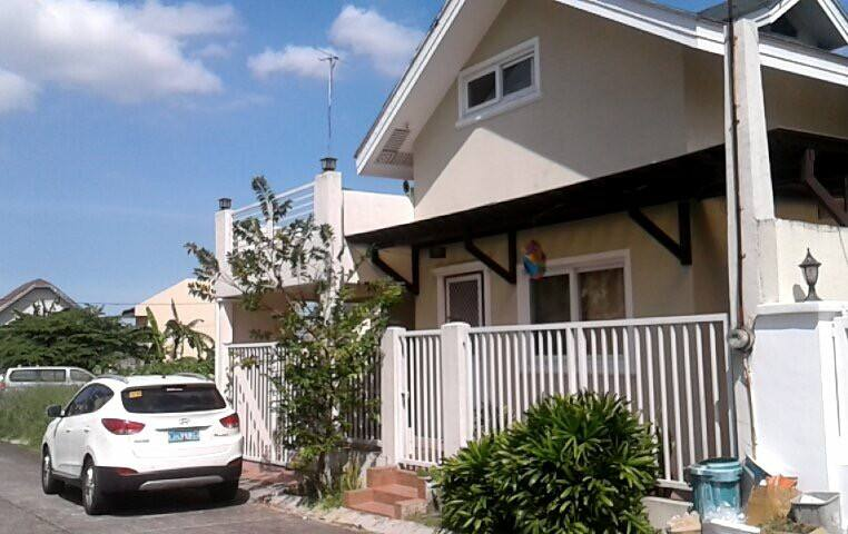 Laguna Bel Air home near Nuvali - ซานตาโรซ่า - บ้าน