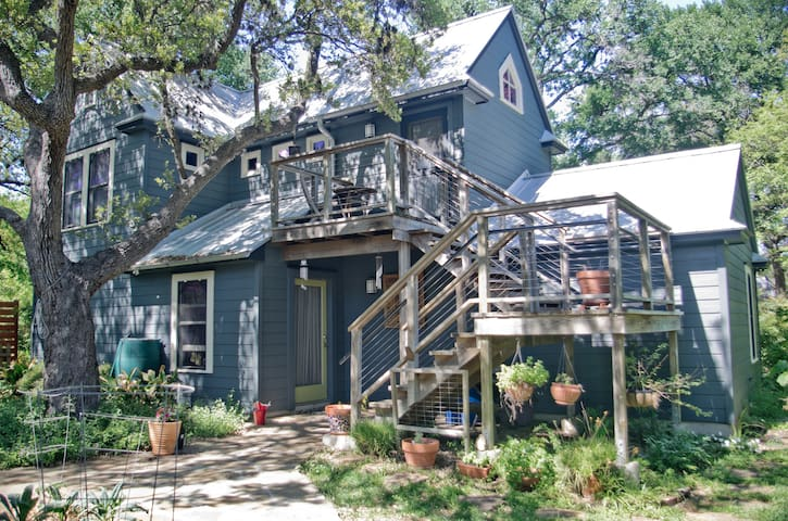 Secluded Studio @ Zilker - King Bed, Bright & Airy