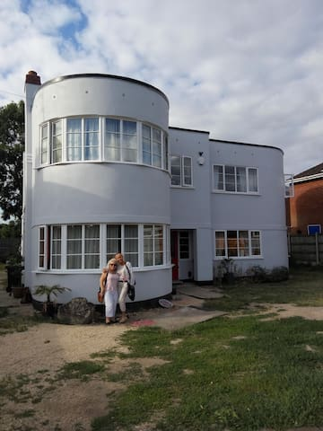 2 Bedrooms available for £40 each in ArtDeco house - Gloucester - Dům
