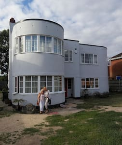 2 Bedrooms available for £40 each in ArtDeco house - Gloucester - Dom