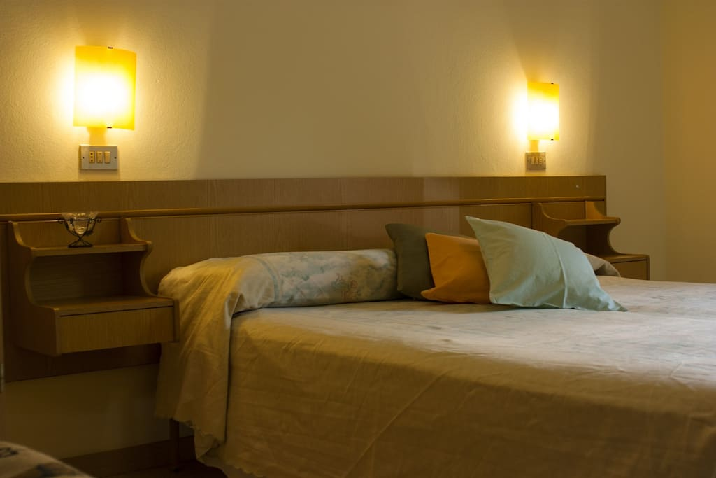 Camera verde con bagno privato houses for rent in igea - Bagno romano igea marina ...