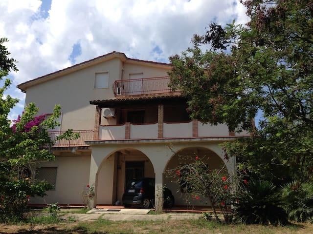 Surf House Calabria - Botricello - Vila