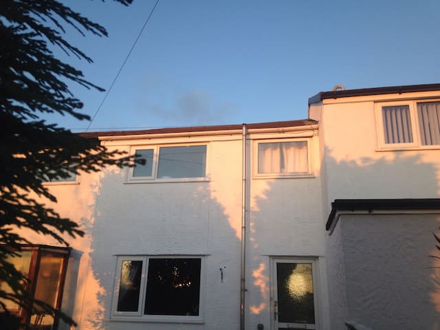 Entire 3 bed house by Red Wharf Bay