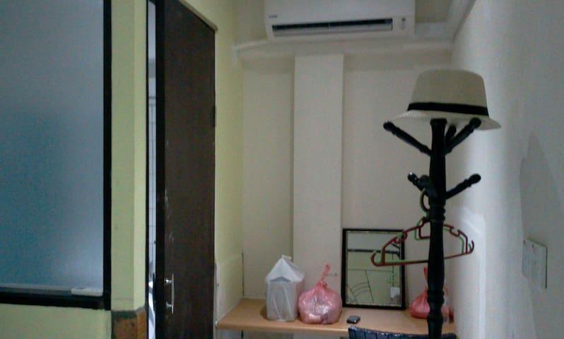 TRIPLE BED SPACIOUS ROOM MRT TAMAN SUNTEX 500m