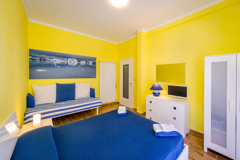 Master bedroom with Smart TV, you will have free wi-fi in the whole house 24/7