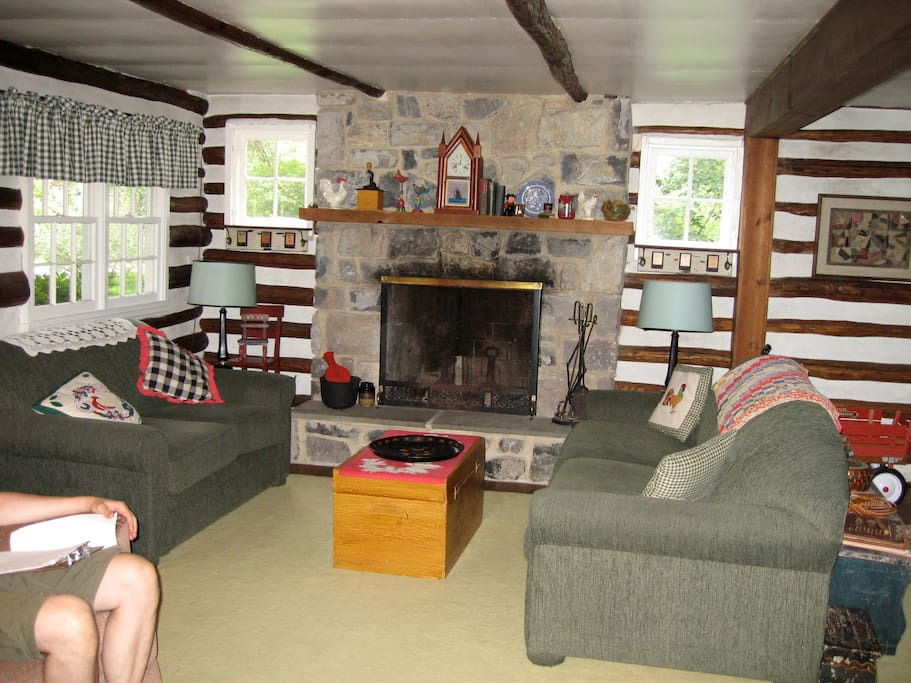 Over ten people can visit and enjoy the large living room.