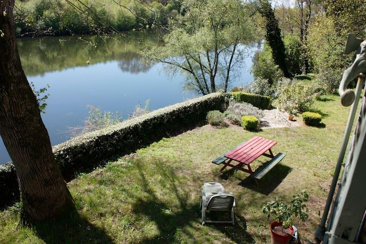 Maison de caractère en bord de rivière - Saint-Antoine-de-Breuilh - Casa