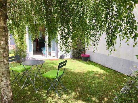 Pour les amoureux des bords de Marne et les amateurs de golf, studio indépendant à côté de l'ile de loisirs de Vaires sur Marne, proche Paris et Euro Disney