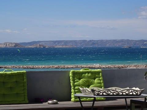 Kattohuoneisto meren rannalla 2 makuuhuonetta