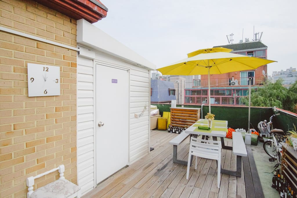 Rooftop Lounge and Garden