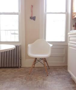 Cute, Clean 1 Bedroom Apartment