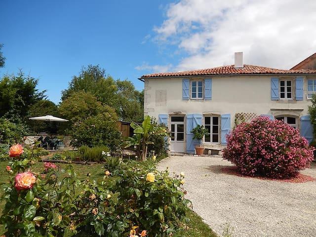 La maison d'Albertine - Croix-Chapeau - บ้าน