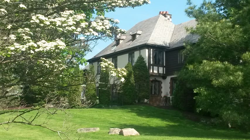 Manor House Near Hard Rock Rocksino, 20 min to CLE - Sagamore Hills - Appartement