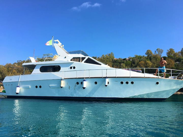 CHARTER MOTOR YACHT FULL DAY