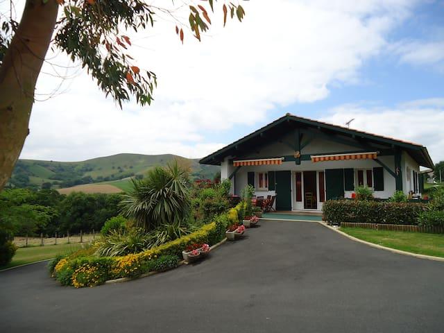 PAYS BASQUE maison de charme vue montagne - Saint-Esteben - House
