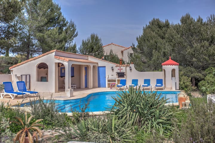 Alluring Villa in Pouzols-Minervois with Pool