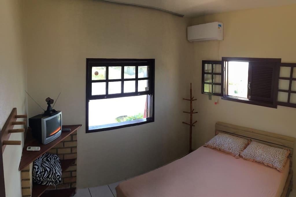 quarto com ar condicionado