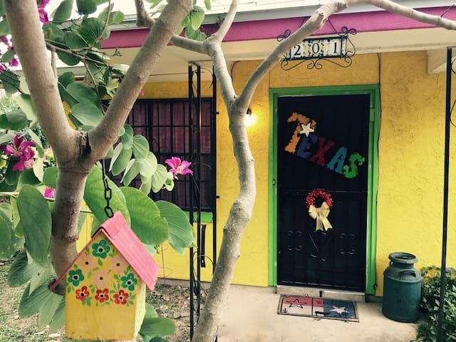 Casitas de Color - Little Texas near Downtown