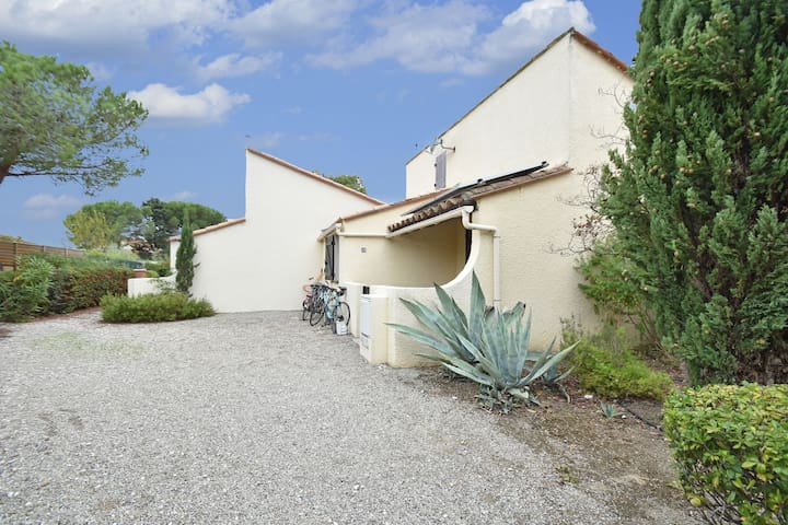Great holiday home near a pleasure marina, the Mediterranean and the Pyrenees.