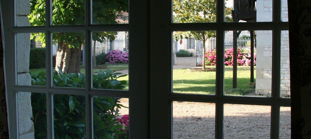 Maison de charme proche Chinon dans un beau parc - Bournand - Casa