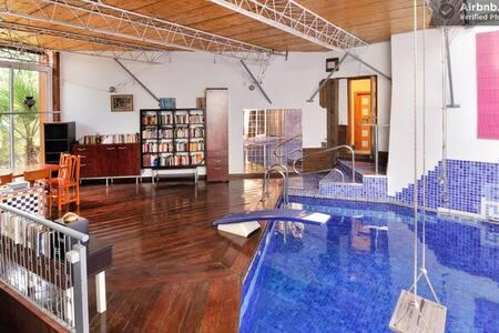 Airbnb appartements maisons et villas avec piscine for Appart hotel barcelone avec piscine