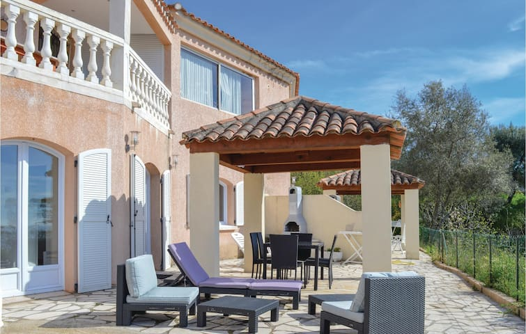 Holiday apartment with 1 bedroom on 38m² in Tiuccia