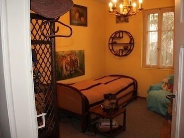 Chambre meublée pour court séjour - Monthey - Stadswoning