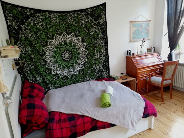 sunny and cozy room in Neukölln