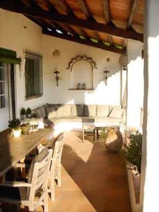 Overdekte Porch met relaxte zitjes