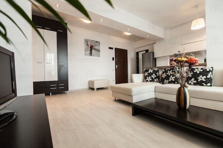 Luxury, brand new flat, great area, fully equipped