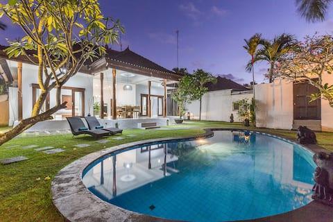 LOCATION!! KuDeTa beach Seminyak 2BD Villa Maria