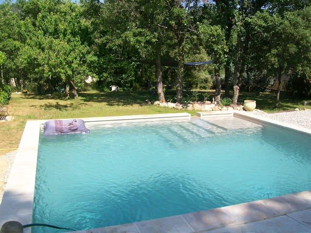 mas provençal avec piscine au calme - Méounes-lès-Montrieux - House