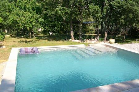 mas provençal avec piscine au calme - Méounes-lès-Montrieux - Rumah
