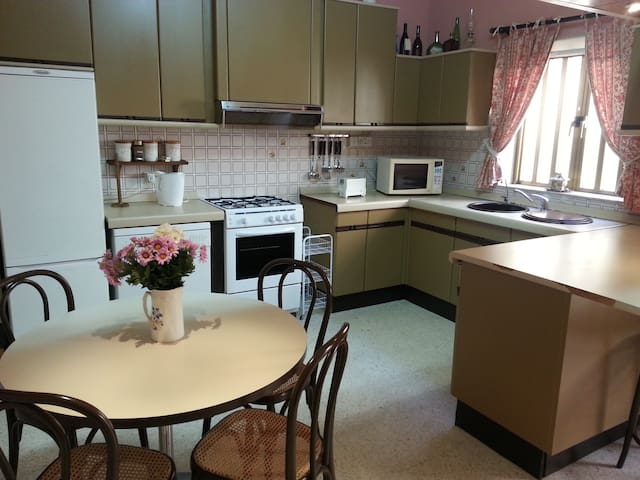 6-bed apartment in central location - Mosta - Apartamento