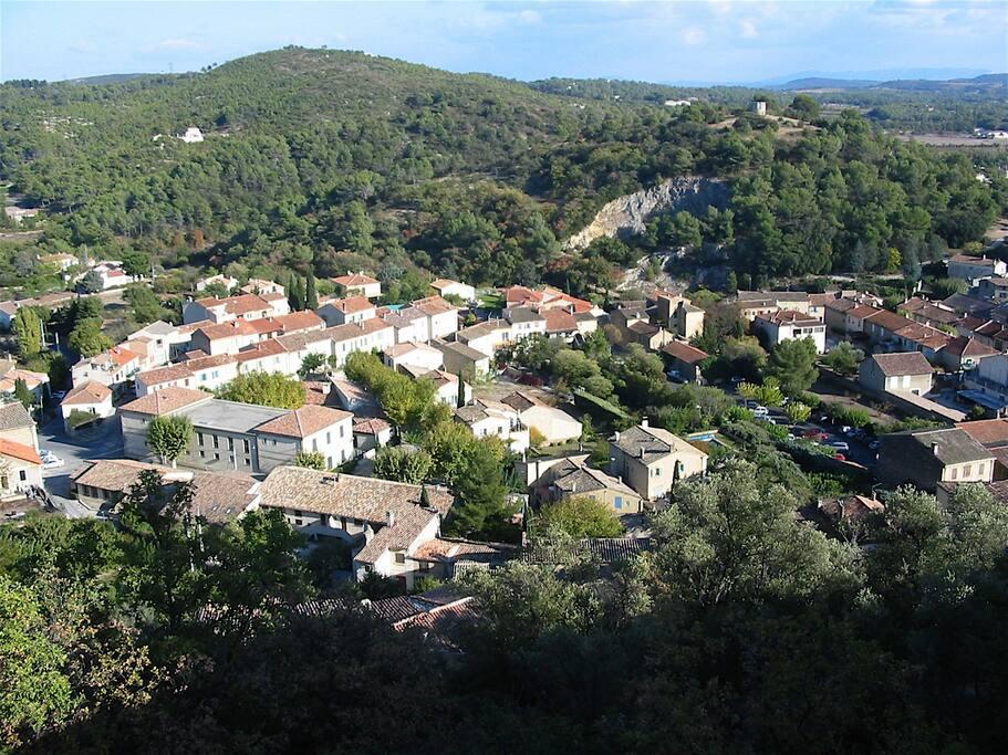 Vue village de Rognes (Notre maison près des 3 cyprès haut gauche)