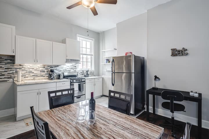 PROFESSIONALLY CLEANED 1BR/SMART TV/STAYCATION!