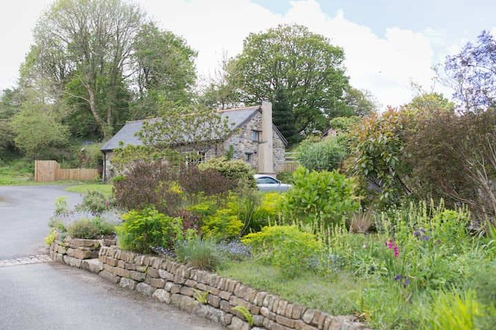 Well Cottage for 2 with private garden