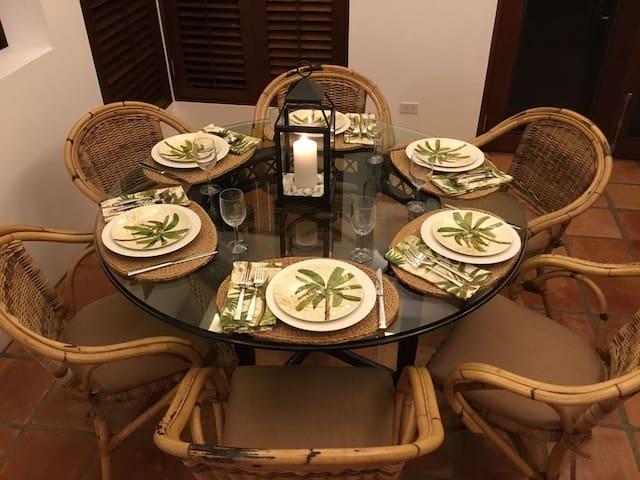 Coconut Palm Villa Dining Rm