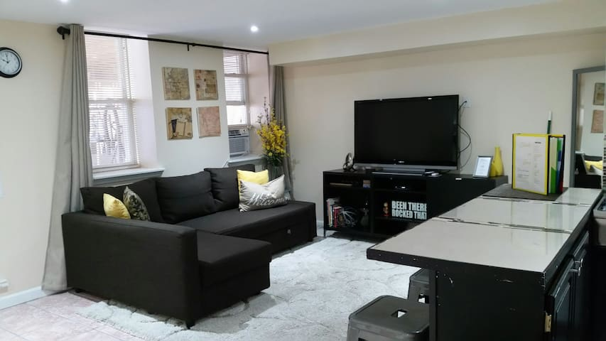 400sq ft. elegantly designed Studio on Bay.