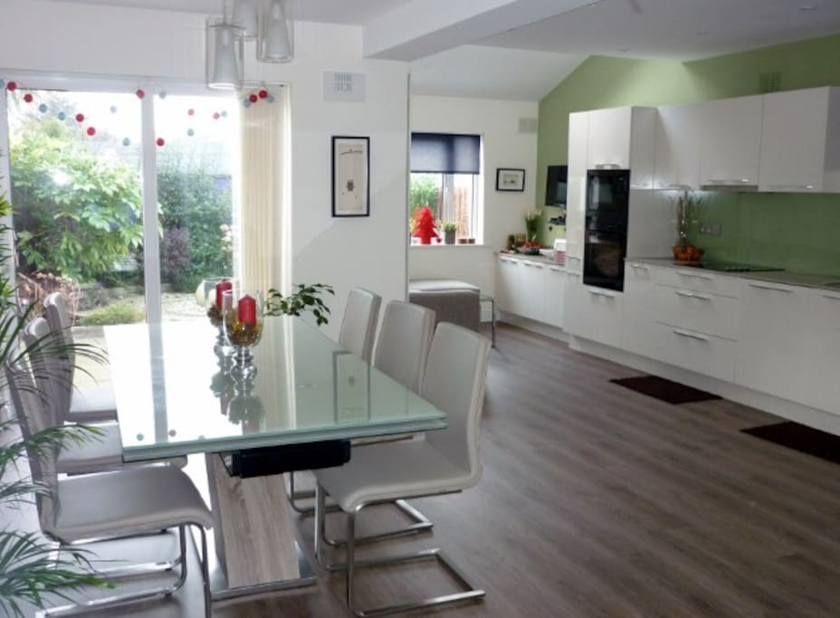 Kitchen/dining area & tv/relaxation corner