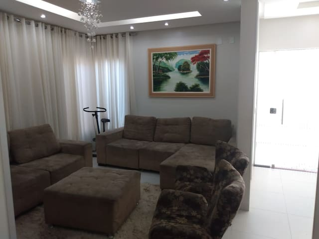 """Sala de estar com sofás retrátil, Tv smart 50"""""""