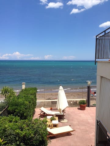 Apartment in villa on the sea - Casteldaccia - Apartamento
