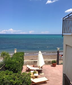 Apartment in villa on the sea - Casteldaccia