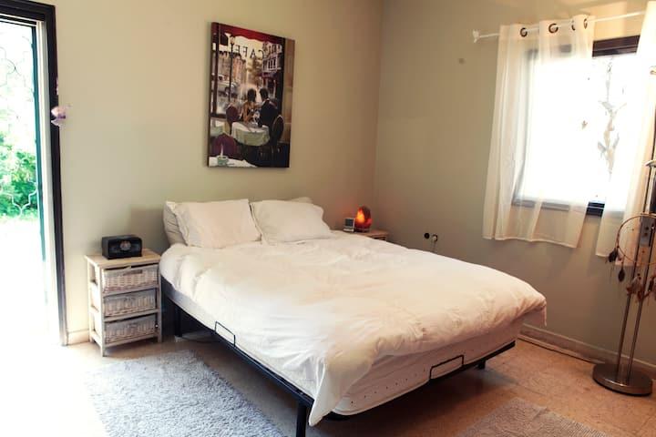 Private Room in Villa near Beach!